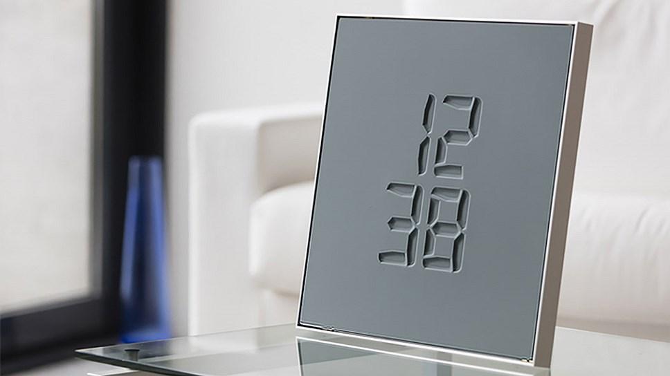 """Необичен часовник кој го """"гравира"""" времето"""