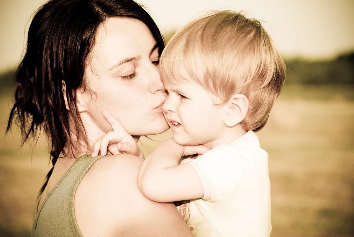 Писмо од една мајка кое ќе допре до вас: Погледнете во што израснуваат нашите деца!