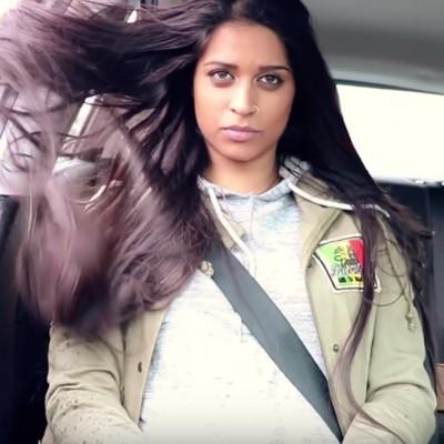 Погледнете ги проблемите на девојките со долга коса во ова урнебесно видео