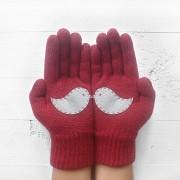 Слатки плетени ракавици кои откриваат прекрасни слики откако ќе се постават заедно