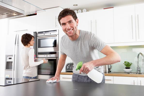 Татко на шест деца одредил правила за чистење: Кај нив секогаш сѐ е средено!