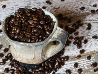 Зошто би требало да додадеме малку сода бикарбона во кафето?