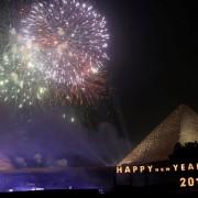 Огномет над пирамидите во Каиро, Египет