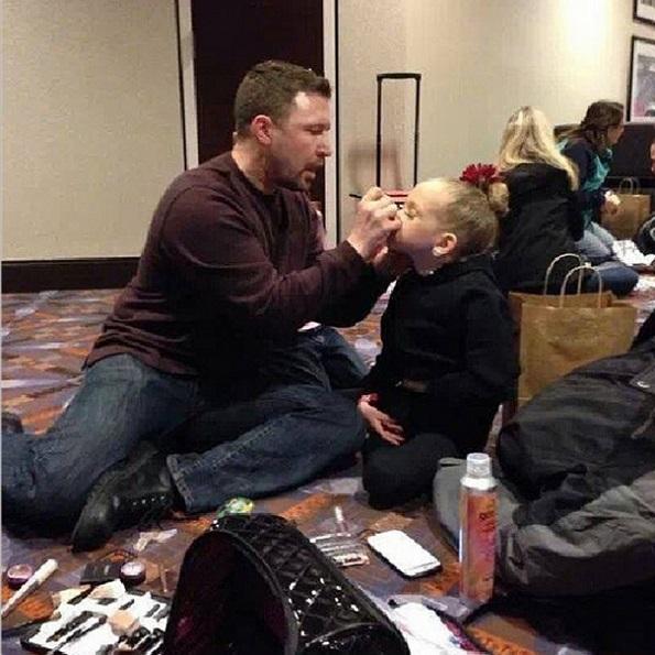 Прекрасни фотографии кои ја покажуваат поврзаноста на таткото со нивните деца