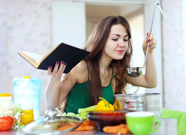 За сите оние кои не уживаат да готват: Неколку совети како да го засакате готвењето