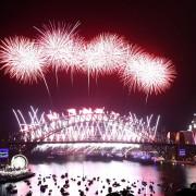 Оваа година огнометот во Сиднеј бил посветен на прерано починатите Принц и Дејвид Боуви