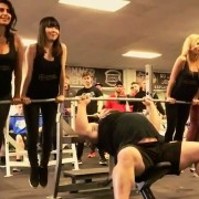 Вежбањето добива сосема нови димензии: Овие неверојатни луѓе ќе ве остават без зборови!