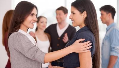 9 психолошки трикови кои ќе ви помогнат да ги привлечете сите луѓе околу вас