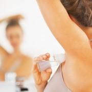 Дали и вие погрешно го нанесувате дезодорансот? Еве кој е вистинскиот начин да го правите тоа!