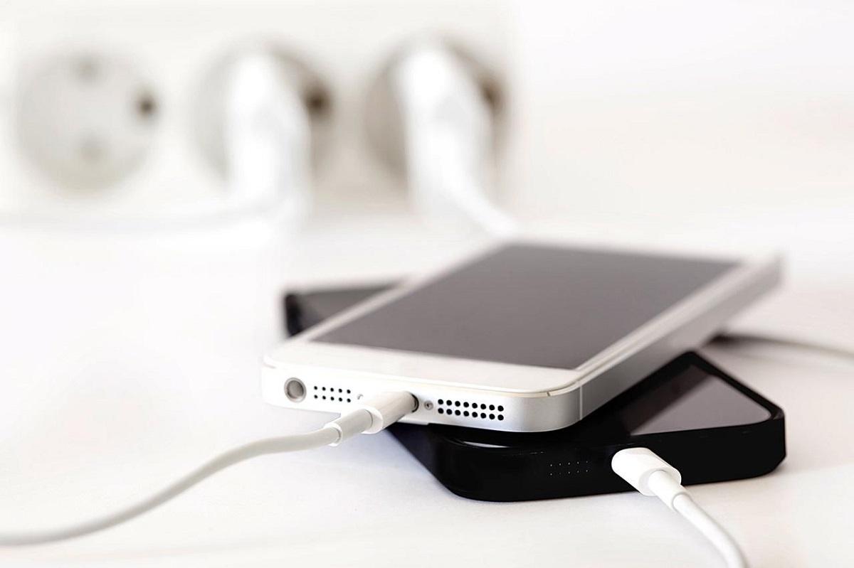 Еве зошто никогаш не треба да ја полните батеријата на вашиот телефон на јавни места
