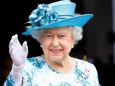 """Како кралицата Елизабета """"се извлекува"""" од здодевните разговори?"""