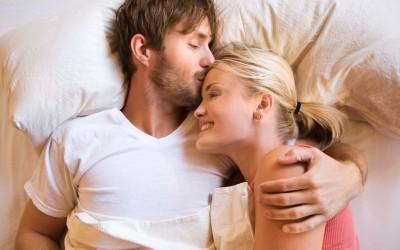 Какво влијание имаат навиките на спиење на вашата љубовна врска?