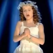 """Мало девојче ќе ве наежи со нејзината изведба на песната """"Ave Maria"""""""