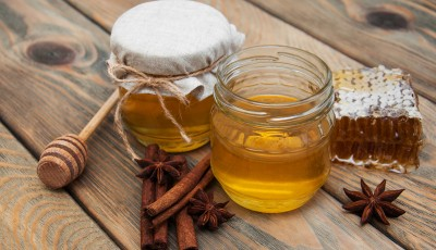 Мед и цимет: Волшебна комбинација која ќе ви го промени животот ако ја консумирате навечер