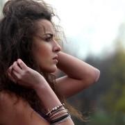 Силните девојки длабоко во себе се чувствуваат многу скршено