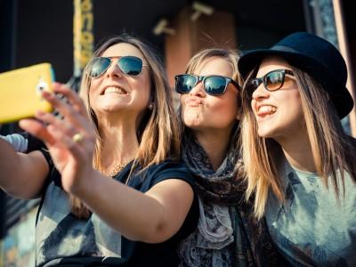 Со кого си, таков си: Зошто треба внимателно да ги одбирате вашите пријатели?