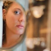 За сите суеверни: Заштитете со од зло со помош на овој древен ритуал со огледало