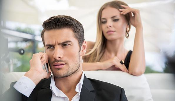 Како да ја препознаете разликата меѓу дечкото кој е вечно сингл и женкарот?