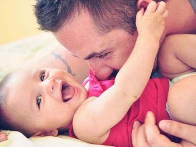 10 мисли што му поминуваат низ глава на секој маж кога ќе дознае дека ќе стане татко