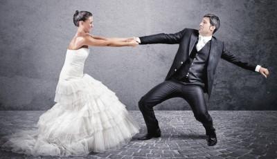 Дознајте кои 4 хороскопски знаци не можат да се замислат себеси во брак