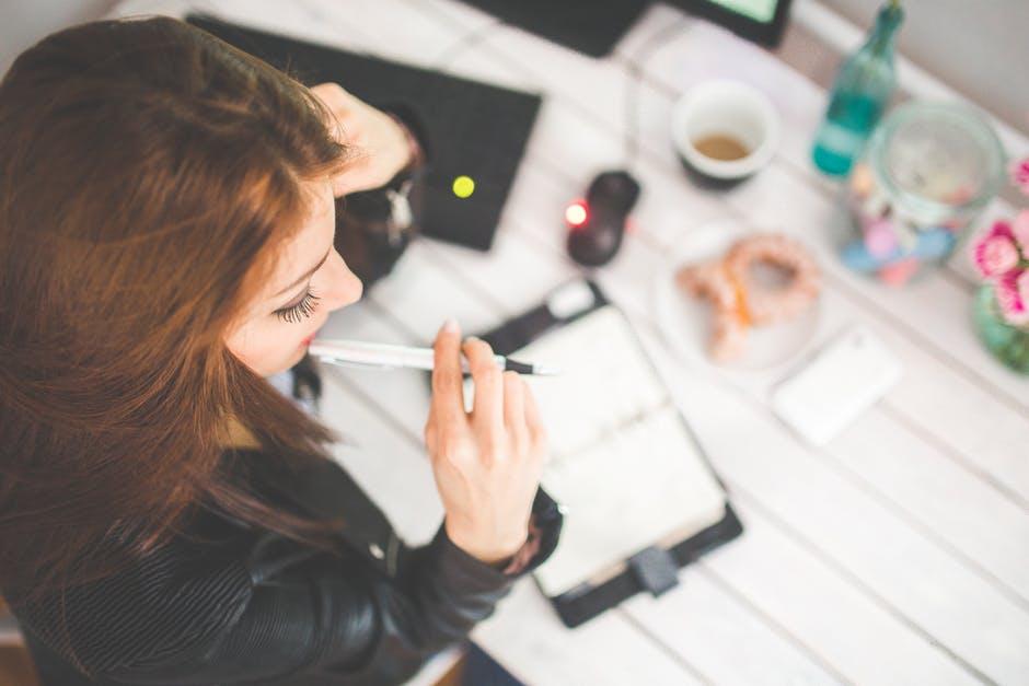 4 начини за да се чувствувате добро на работното место кога вашиот приватен живот е хаос