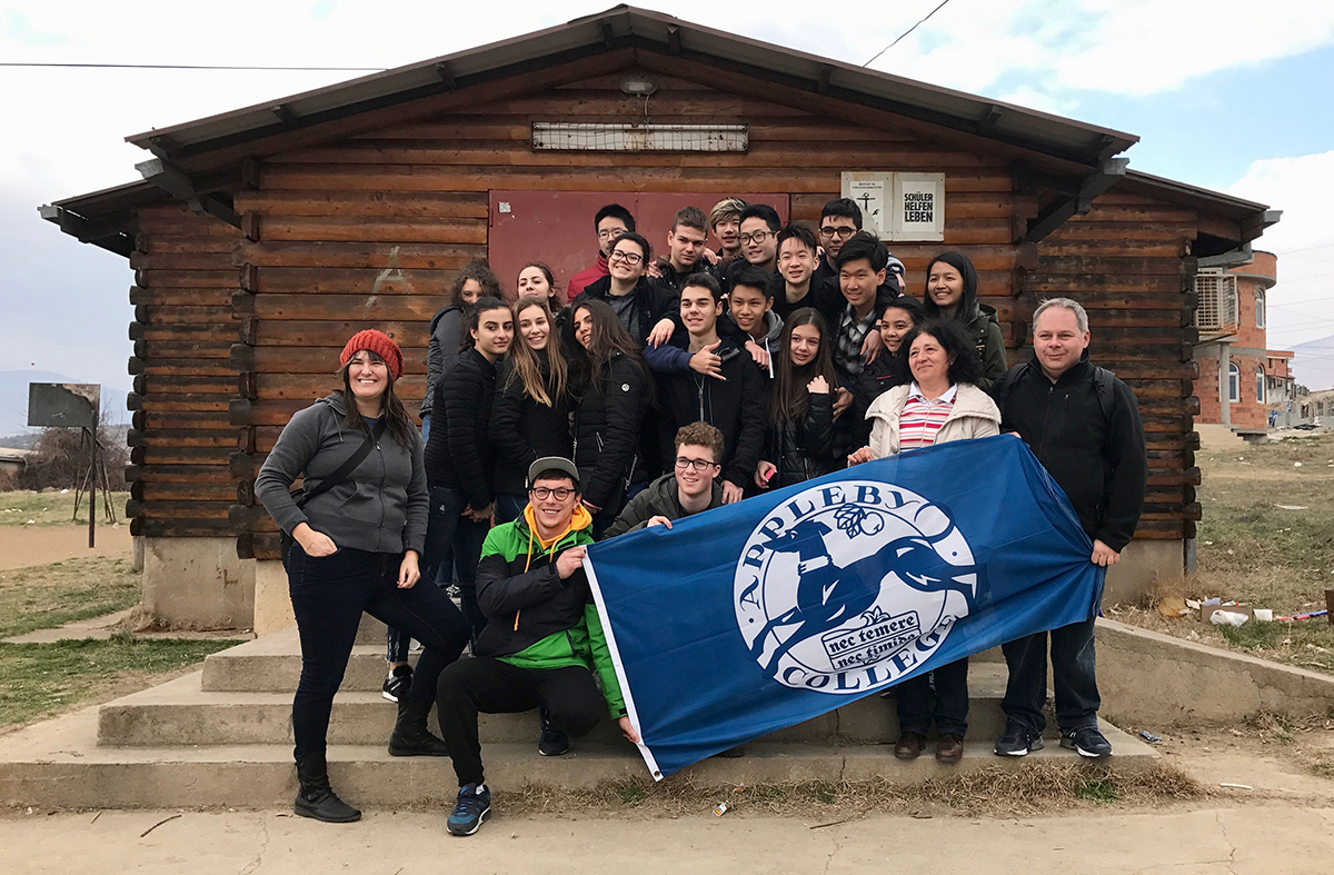 (3) Канадски ученици кои се движат по патот на мигрантите пристигнаа и во Македонија