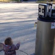 Љубовта на девојчето кон бојлер за вода што мисли дека е робот го стопи целиот свет