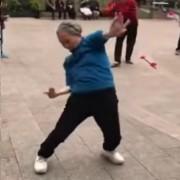 Старица од Кина ќе ве научи на луди танцови движења