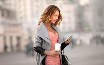 Како да ја освоите зафатената девојка која делува недостижно?
