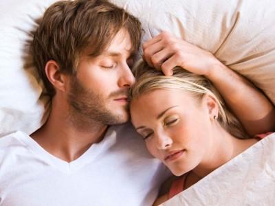 Како размислуваат жените кога ќе решат за прв пат да преспијат кај нивниот партнер?