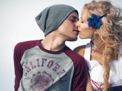Науката открива: Зошто се бакнуваме за да покажеме љубов?