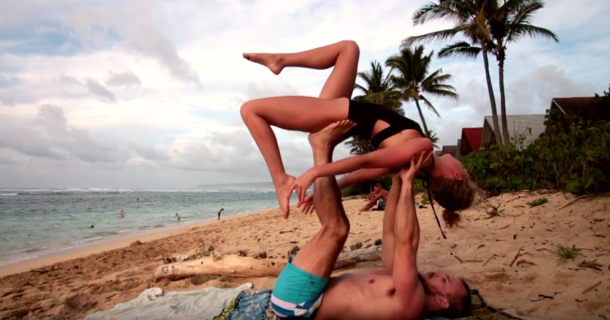 Необично запросување  Овој маж ја побарал девојка му за жена додека вежбале јога