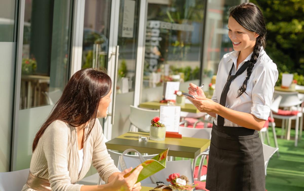Познатите готвачи советуваат: Ова се 8-те јадења што не треба да ги нарачувате во ресторан