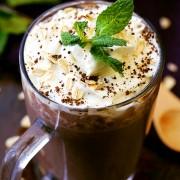 Диетално смуди со кафе што ќе ви ја задржи линијата и ќе ве наполни со енергија