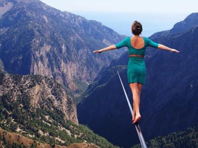 Како да воспоставите баланс помеѓу љубовта и напорните обврски во 20-тите години од животот?