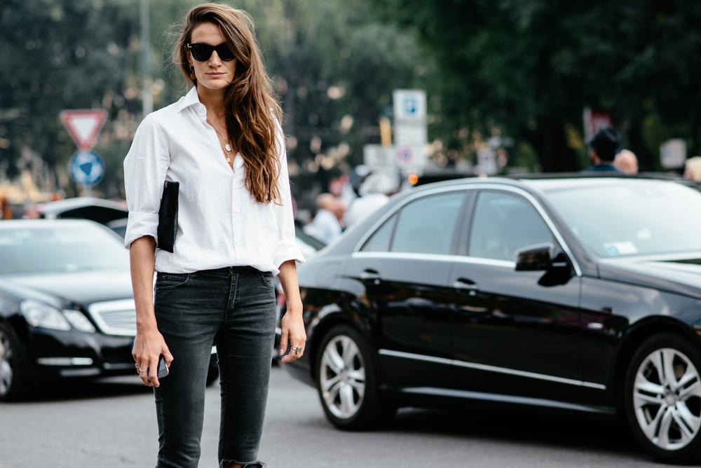 1-ne-e-ednostavno-kako-shto-zvuchi-izberete-idealna-bela-bluza-za-svojot-tip-na-gradba-www.kafepauza.mk_