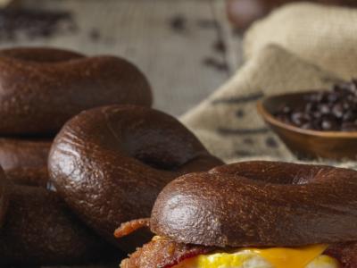 За сите љубители на кафе: Започнете го денот со кофеински ѓеврек!