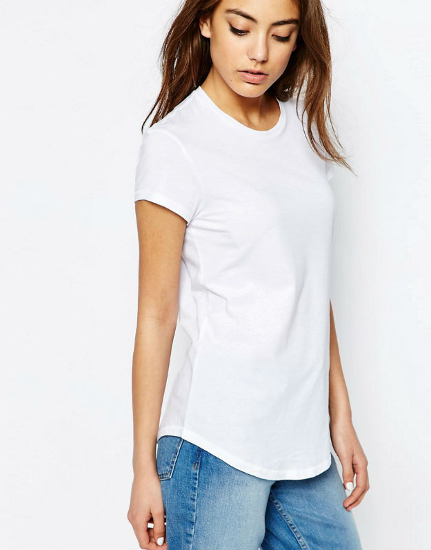 2-ne-e-ednostavno-kako-shto-zvuchi-izberete-idealna-bela-bluza-za-svojot-tip-na-gradba-www.kafepauza.mk_