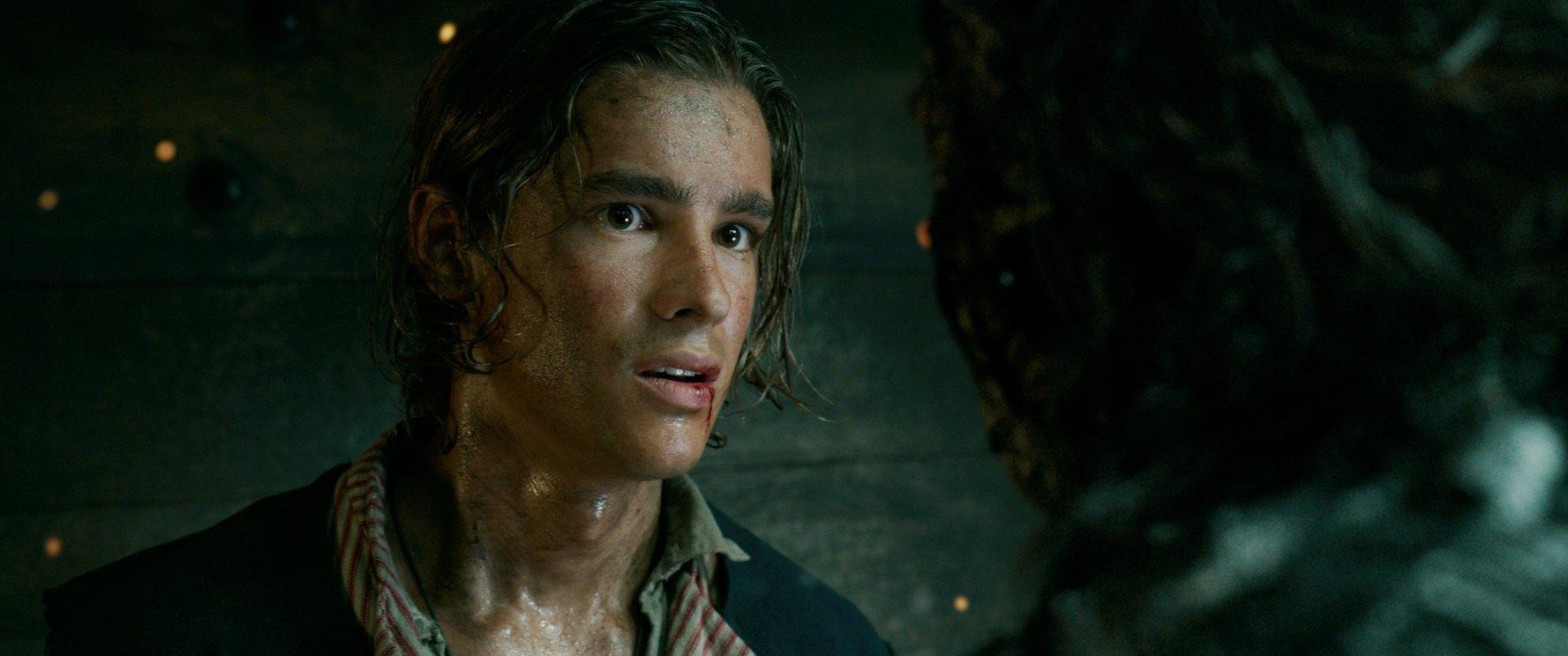 (4) film-piratite-od-karibite-odmazdata-na-salazar-pirates-of-the-caribbean-dead-men-tell-no-tales-www.kafepauza.mk