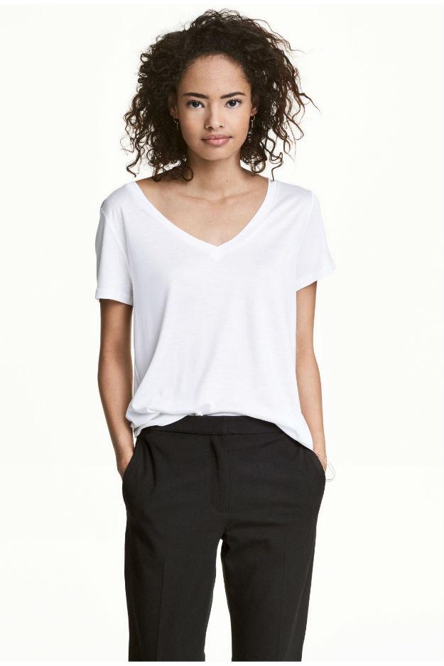 4-ne-e-ednostavno-kako-shto-zvuchi-izberete-idealna-bela-bluza-za-svojot-tip-na-gradba-www.kafepauza.mk_