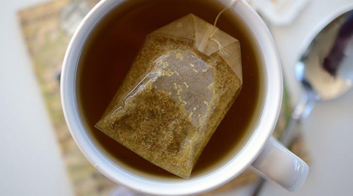 Љубители на чај, загревајте ја водата во микробранова – поздраво е на тој начин!