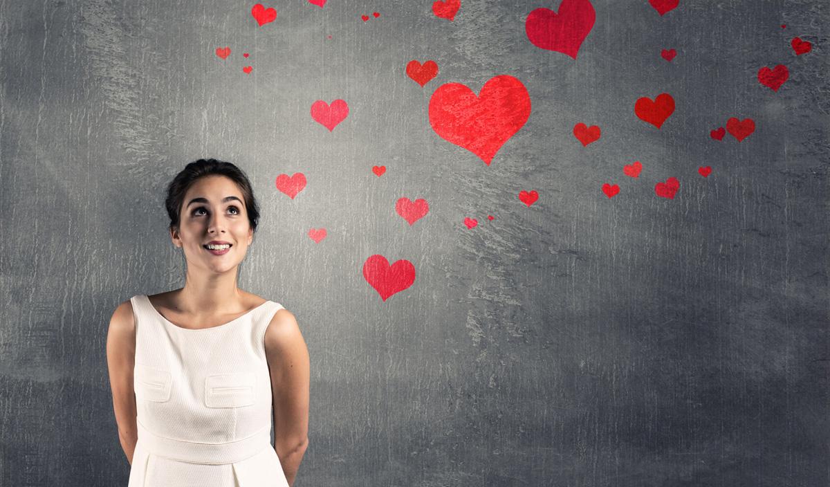 Како да дознаете дали ѝ се допаѓате на девојката која ве интересира?
