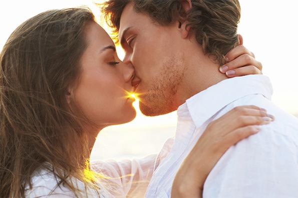 Тажни причини зошто партнерите во подолга врска престануваат да се бакнуваат страсно