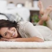 Зошто нозете отекуваат на високите летни температури и како да ја спречите оваа непријатна состојба?