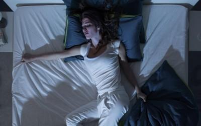 Не можете да заспиете поради топлото време? Овие 5 совети можеби ќе ви помогнат!