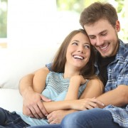 Психолог кој работел со повеќе од 1.000 парови открива кој е најважниот фактор во врската