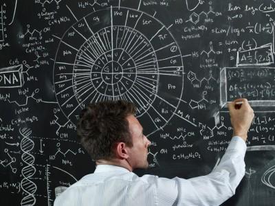 Зошто интелигентните поединци ги одбегнуваат просечните луѓе?