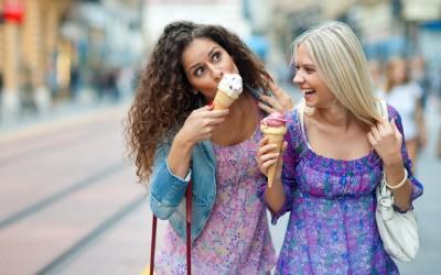 Како да останете блиски со вашите пријателки покрај сите семејни обврски и напорни распореди?