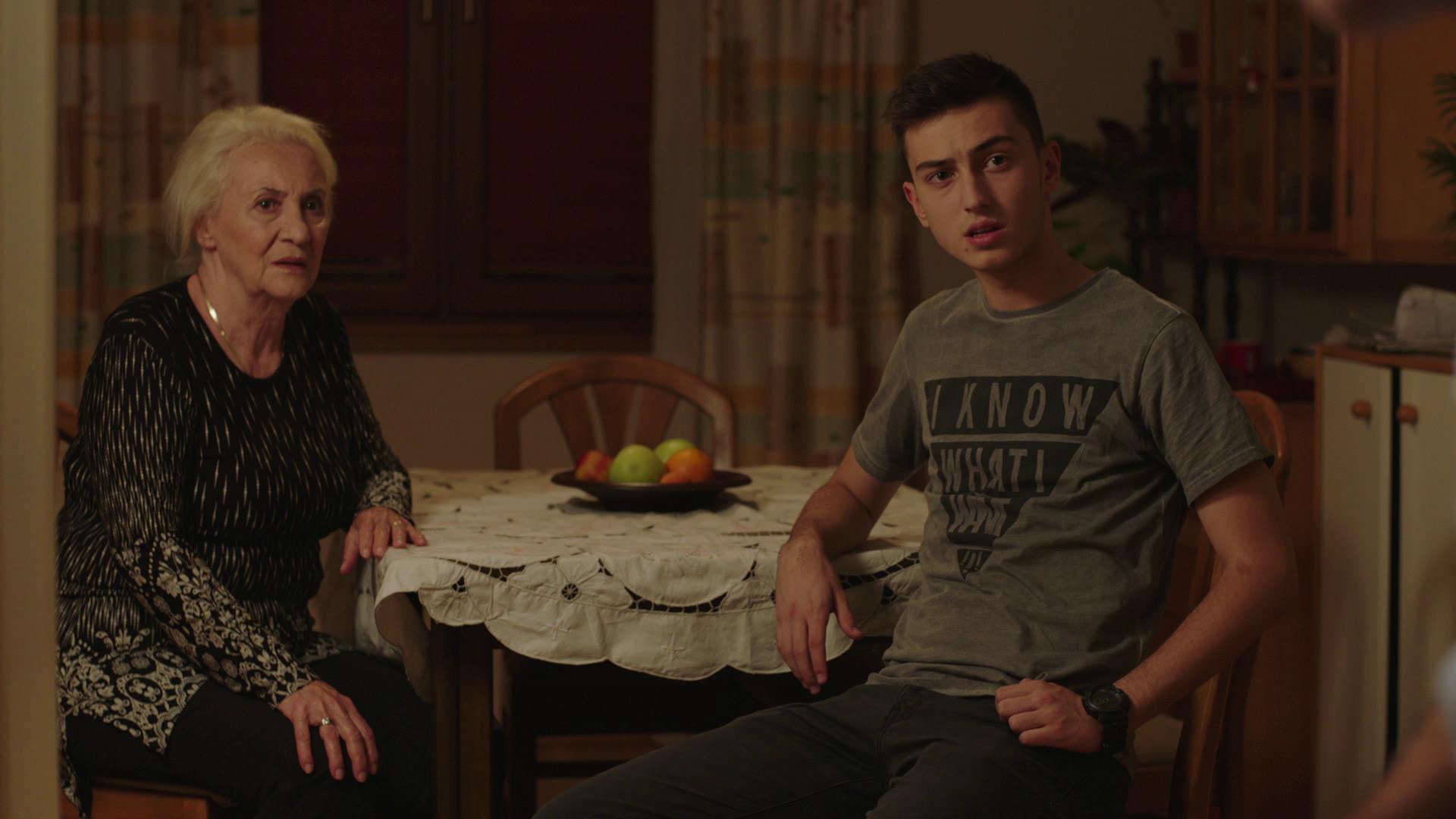 (1) pochnuva-novata-makedonska-tv-serija-familijata-markovski-na-kanal-5-www.kafepauza.mk