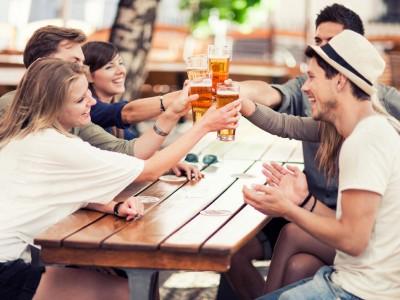 Алкохолот не може да ве направи попаметни, но може да ви помогне да научите нов јазик